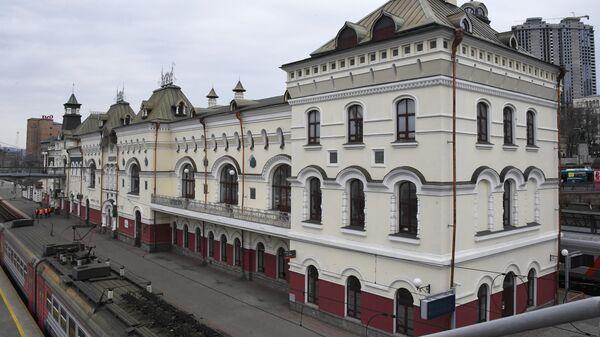 Здание Железнодорожного вокзала Владивостока. Архивное фото