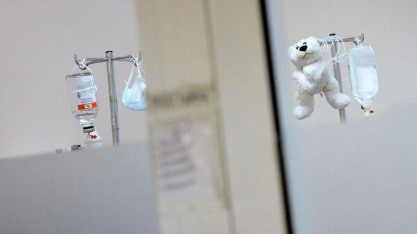 Игрушка в палате детской больницы