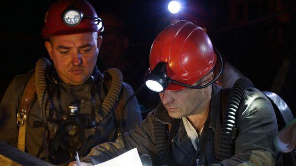 Последствия взрыва на шахте Схидкарбон в Луганской области