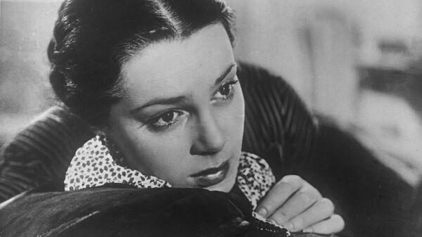 Артистка Элина Быстрицкая в фильме  Неоконченная повесть, 1955 год