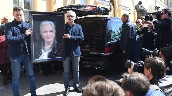 Церемония прощания с актрисой Элиной Быстрицкой в Малом театре в Москве