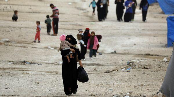 Беженцы из восточного города Дейр-Эззор и Рака
