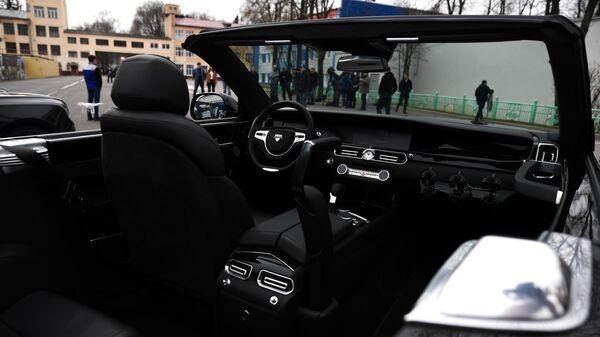 Интерьер автомобиля Aurus Senat кабриолет на территории Государственного научного центра РФ ФГУП НАМИ в Москве