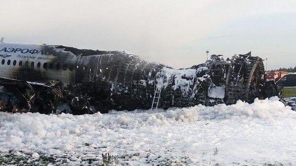 Последствия возгорания самолета Sukhoi Superjet в аэропорту Шереметьево