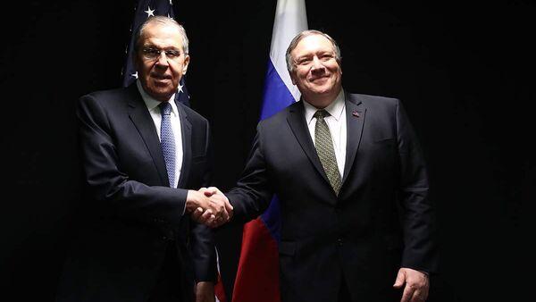Министр иностранных дел России Сергей Лавров и госсекретарь США Майк Помпео во время встречи в Рованиеми, Финляндия