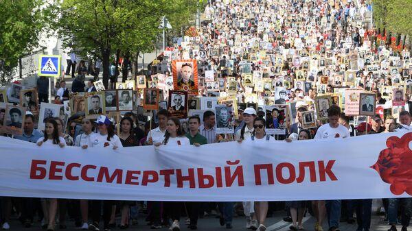 Участники акции Бессмертный полк в Казани