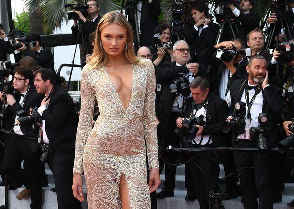 Нидерландская модель Роми Стрейд на красной дорожке церемонии открытия 72-го Каннского международного кинофестиваля