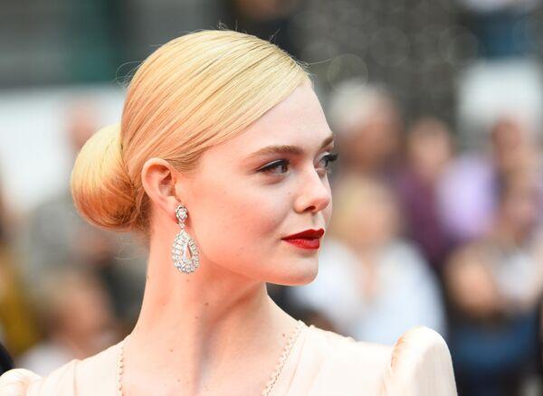 Член жюри основного конкурса, американская актриса Эль Фаннинг на красной дорожке церемонии открытия 72-го Каннского международного кинофестиваля