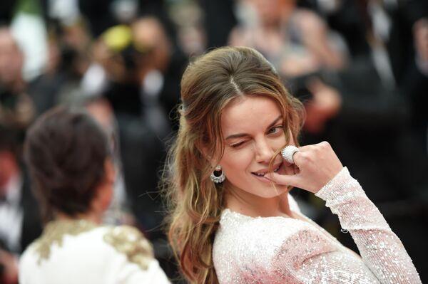 Гостья на красной дорожке церемонии открытия 72-го Каннского международного кинофестиваля