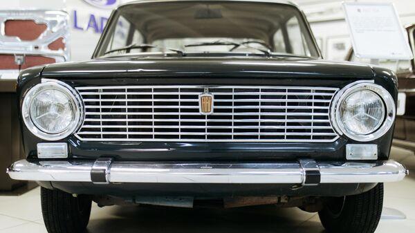 Автомобиль Fiat 124 в музее прототипов АвтоВАЗ в Тольятти. Прототип советского автомобиля ВАЗ-2101