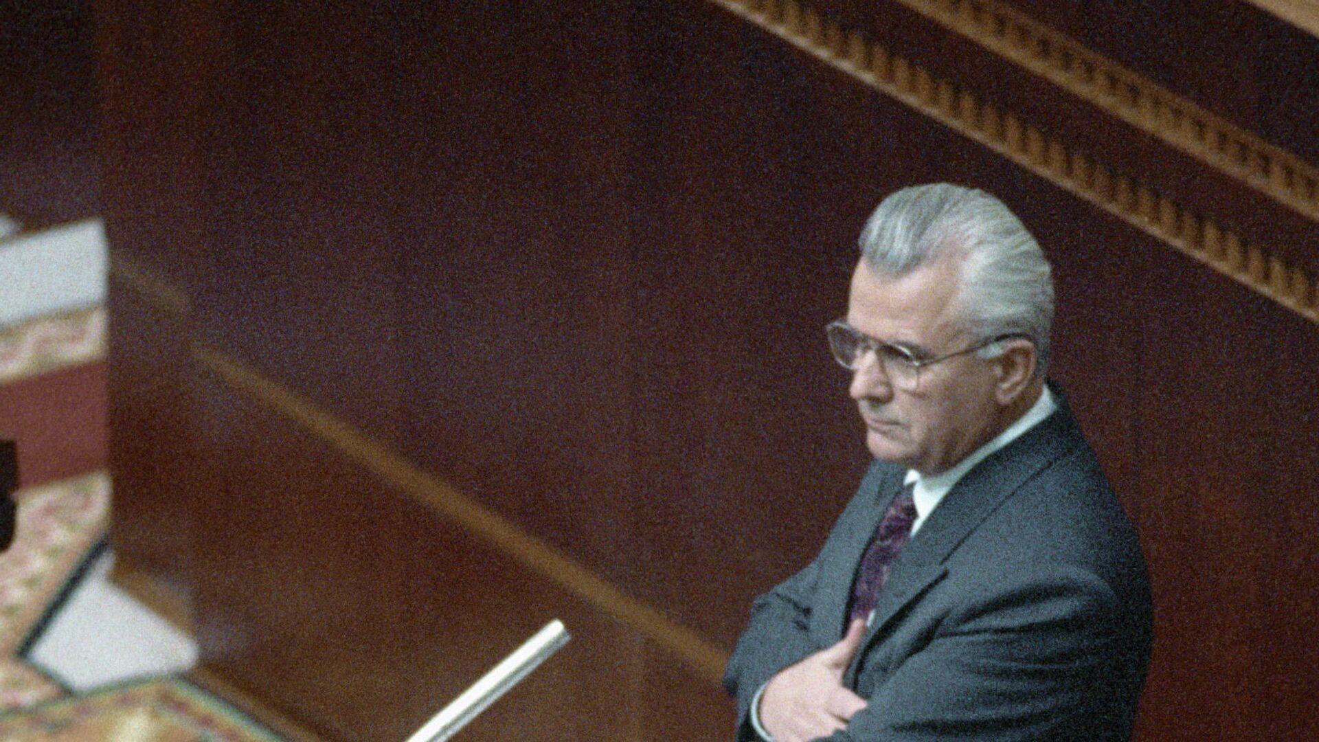 Леонид Кравчук принимает присягу в Украинском парламенте после избрания его президентом Украины - РИА Новости, 1920, 05.08.2021