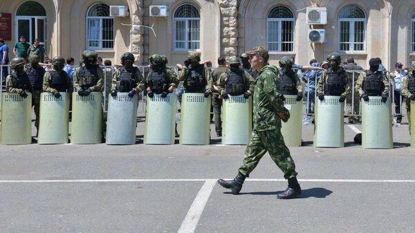 Полиция у здания парламента Абхазии