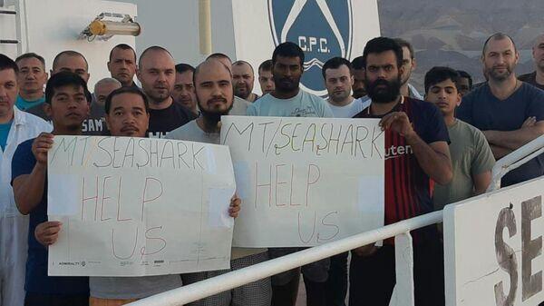 Моряки танкера Sea Shark