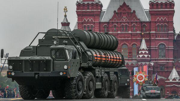 Транспортно-пусковая установка зенитного ракетного комплекса С-400 Триумф