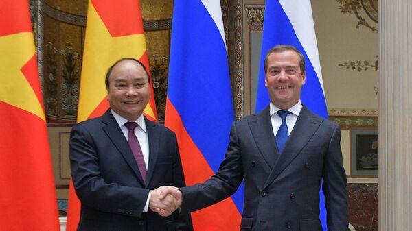 Председатель правительства РФ Дмитрий Медведев и премьер-министр Вьетнама Нгуен Суан Фук во время встречи в Москве. 22 мая 2019