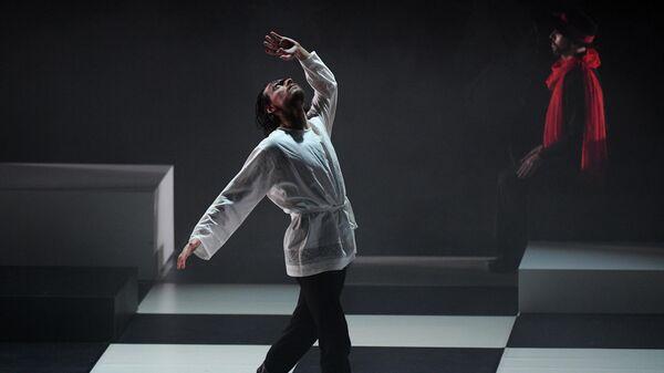 Танцовщик Сергей Полунин в роли Распутина в сцене из балета Распутин