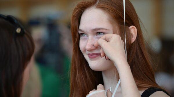 Школьница во время последнего звонка в гимназии № 9 в Екатеринбурге