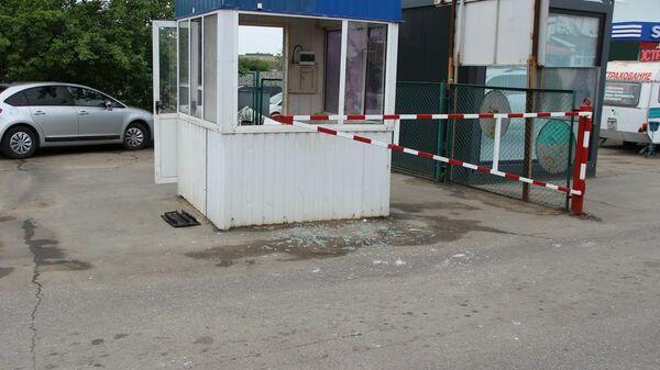 Поврежденный пункт пограничного контроля Первомайск на границе Украины и Приднестровья