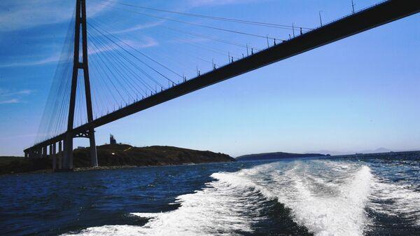 Вид на остров Русский через пролив Босфор Восточный