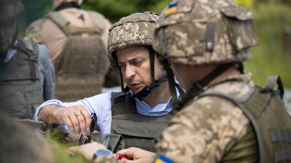 Президент Украины Владимир Зеленский во время визит в Донбасс. 27 мая 2019