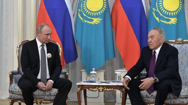 Президент РФ Владимир Путин и глава Совета безопасности Казахстана и председатель правящей партии Нур Отан Нурсултан Назарбаев во время встречи. 28 мая 2019
