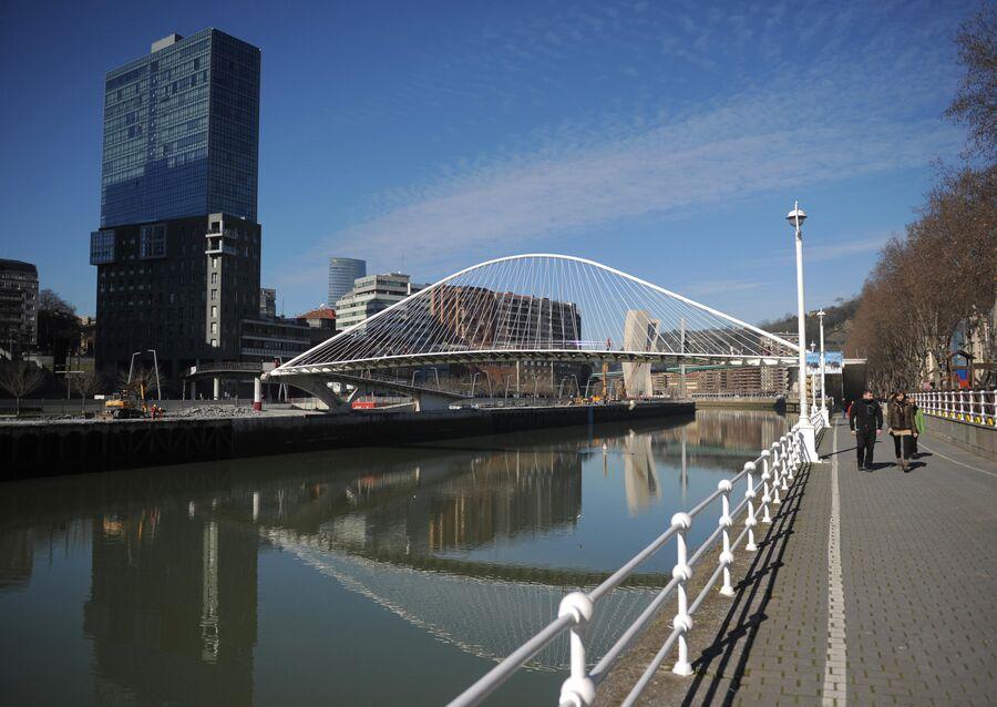 Подвесной пешеходный мост Субисури, также известный как Кампо-Волантин