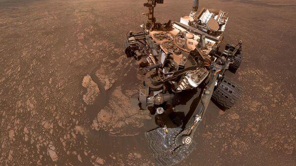 Марсоход Curiosity сделал сэлфи на фоне залежей глины
