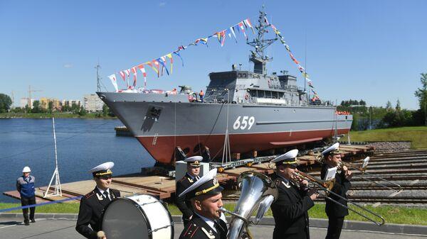 Во время церемонии спуска на воду корабля противоминной обороны Владимир Емельянов в Санкт-. 30 мая 2019