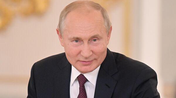 Президент РФ Владимир Путин на церемонии вручения в Кремле орденов Родительская слава родителям многодетных семей. 30 мая 2019