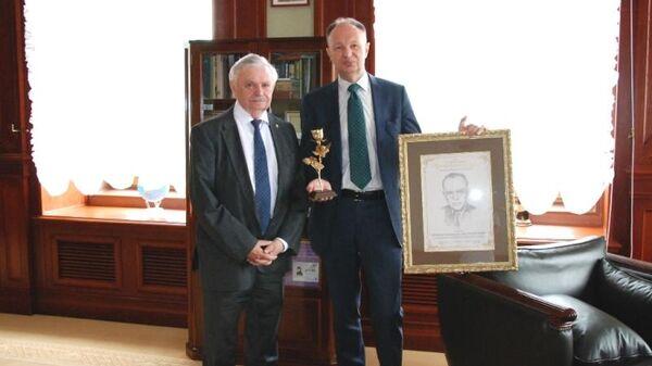 В России учредили новую литературную премию Золотая роза