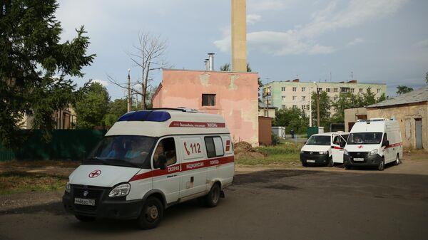 Автомобили скорой помощи неподалеку от завода Кристал в Дзержинске. 1 июня 2019