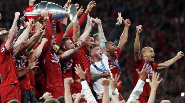 Футболисты Ливерпуля после победы в Лиге чемпионов