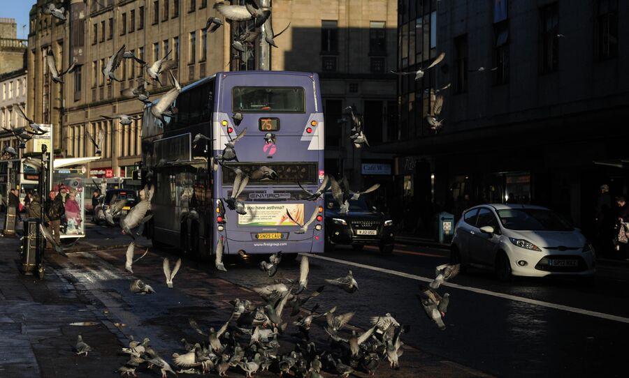 Двухэтажный автобус на одной из улиц города Глазго