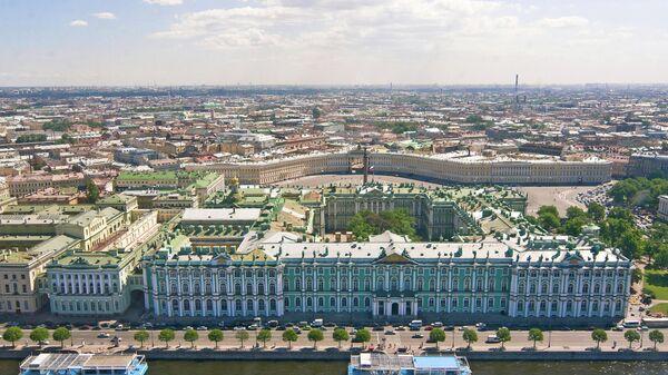 Вид на Зимний дворец и Дворцовую площадь