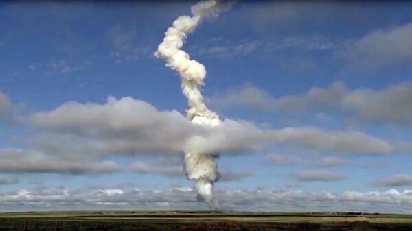 ВКС России провели испытания новой ракеты системы ПРО на полигоне Сары-Шаган в Казахстане. 4 июня 2019