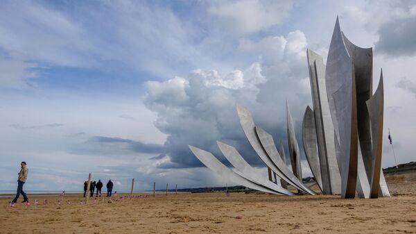 Мемориальный комплекс на пляже Омаха, месте высадки союзников в Нормандии в ходе Второй мировой войны