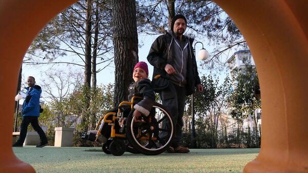 Добрые крышечки: минус 125 тонн мусора, плюс 17 инвалидных колясок