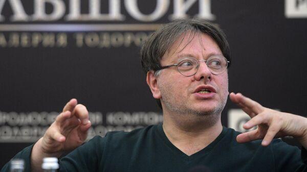 Режиссёр Валерий Тодоровский на пресс-конференции перед премьерой своего фильма Большой