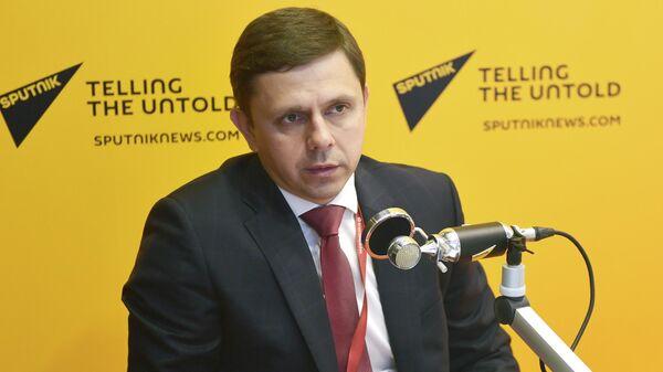 Губернатор Орловской области Андрей Клычков во время интервью в студии радио Sputnik на Петербургском международном экономическом форуме-2019