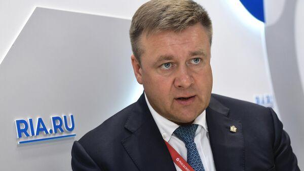 Губернатор Рязанской области Николай Любимов во время интервью на стенде МИА Россия сегодня на Петербургском международном экономическом форуме