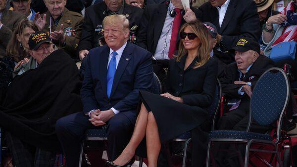 Президент США Дональд Трамп с супругой Меланьей во время празднования 75-летия высадки союзников в Нормандии