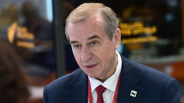 Губернатор Иркутской области Сергей Левченко во время интервью на стенде МИА Россия сегодня во второй день ПМЭФ