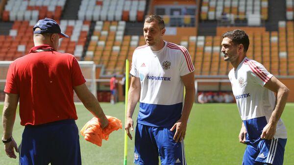 Станислав Черчесов  и Артем Дзюба и Магомед Оздоев (слева направо)