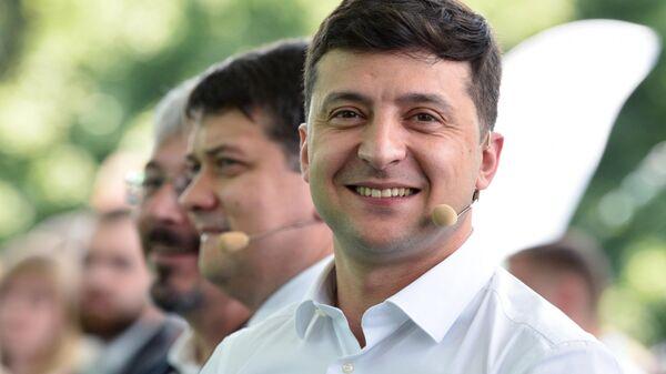 Президент Украины Владимир Зеленский перед заседанием съезда партии Слуга народа в Киеве. 9 июня 2019