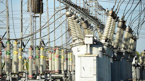 Разъединители высокого напряжения на электроподстанции Тамбовской ТЭЦ