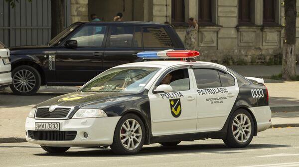 Полиция патрулирует улицы Кишинева во время митинга сторонников Демократической партии Молдавии