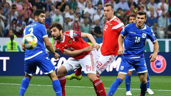 Игровой момент матча Россия - Кипр