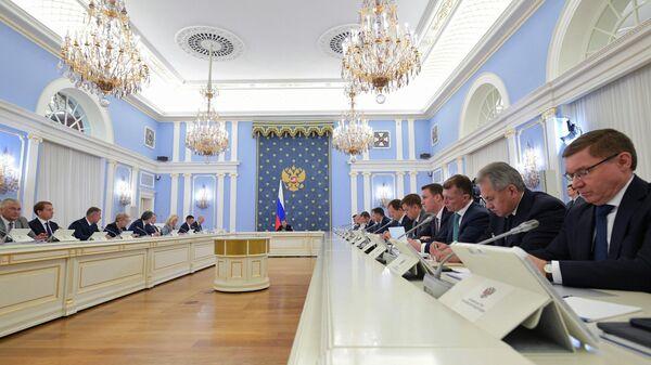 Дмитрий Медведев проводит заседание правительства России
