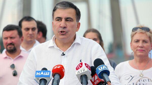 Лидер политической партии Движение новых сил Михаил Саакашвили  на пресс-конференции на Рыбальском мосту в Киеве. 13 июня 2019
