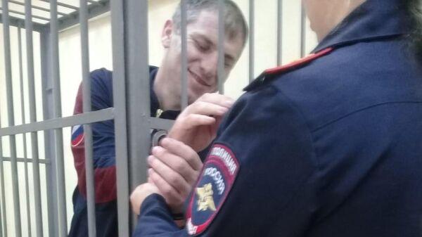 С Хасаева сняли наручники прямо в зале суда